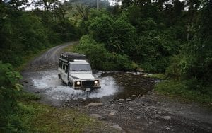 Land-Rover-4x4-Arenal-Costa-Rica-rivercrossing